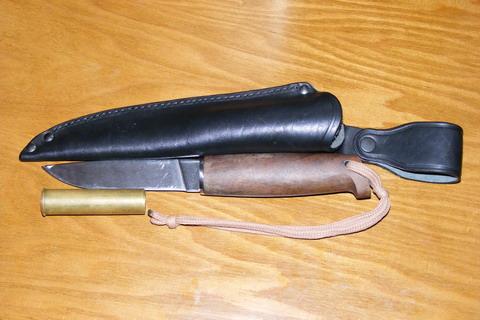 Нож Кизляр Финский с ножнами.