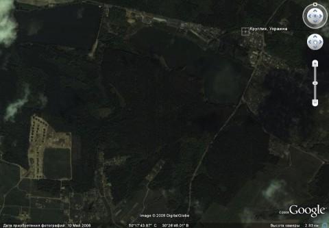 Вид из космоса леса и озера в окрестностях сел Круглик и Иванковичи.