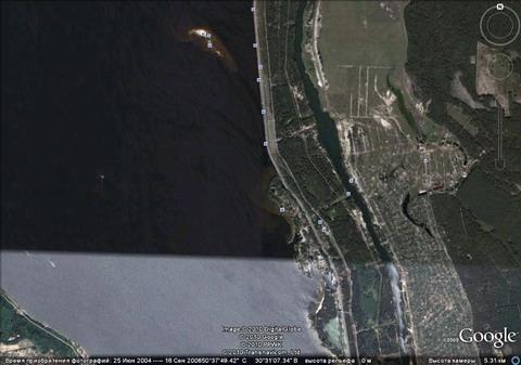 Так Гугль видит из космоса описываемое место.