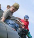 Дети на броне Т-34.
