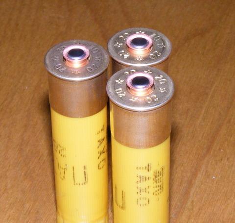 Самостоятельное снаряжение патронов дробью. Установлены новые капсюли.