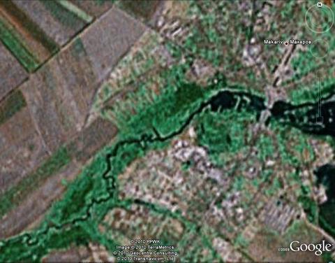 Затопленный карьер под Макаровом. Вид из космоса.