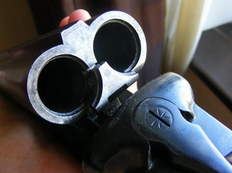 Ружье ИЖ-43М. Казенная часть ствола и экстрактор.