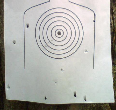 Мишень в процессе пристрелки на дистанции 25 м.