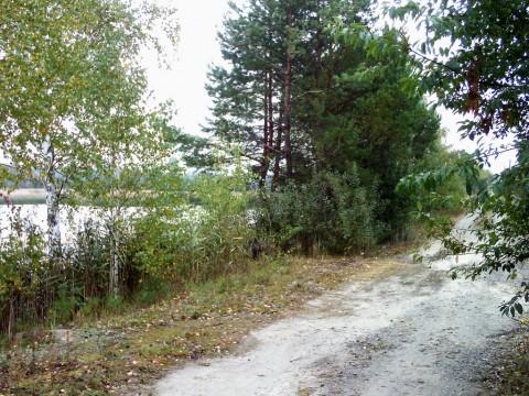 Дамба, идущая по южному краю всех пяти озер.
