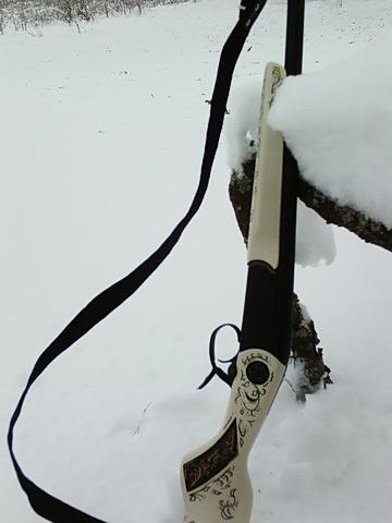 Мое ружьишко в снегу.