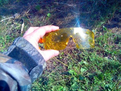 Страйкбольные очки после обстрела дробью с расстояния 20 м.